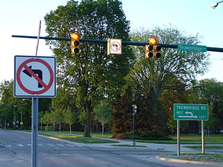 320px-Michigan_left_lighted_sign
